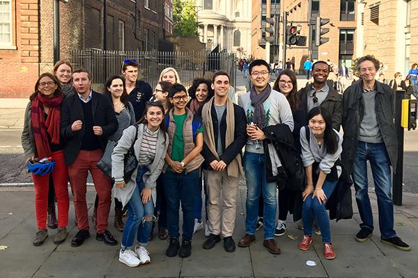 scholars in london on globe trip 640x400